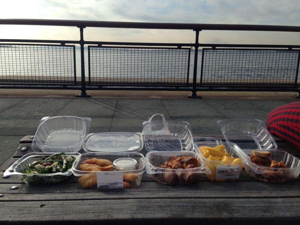Picknickplaats aan het water met uitzicht op de Statue of Liberty (niet zichtbaar op deze foto)