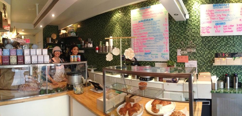 Ontzettend vriendelijke meiden, goede koffie en broodjes in Sharkey's cafe in 48 Mulberry street 10013